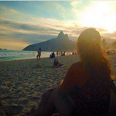 Tá aí um amor tão difícil de explicar em palavras que eu tatuei na pele. A gente não escolhe o lugar em que nasce, mas muitas vezes um destino te mostra que você pertence a ele. Eis o sentimento que tenho pelo Rio. Talvez a alma seja carioca. De fato meu coração é. Parabéns Cidade Maravilhosa tão cheia de defeitos e problemas, porém de encantos mil! 💛 ▫ #Rio452 #PartiuBrasil #rio #Brasil #RJ #riodejaneiro #errejota #cariocando #aboutrio #visitrio #love #cidademaravilhosa #rioeuteamo…