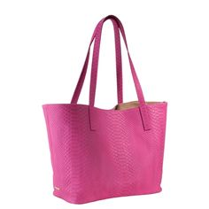 This is a great summer tote. I love the classic style and the trendy color!!!