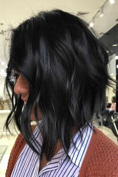 A nice short haircut can make your facial features more distinctive. See our selection of short haircuts for women.#haircut#shorthaircuts#bob#pixie