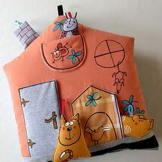 Polštář ... DOMEČEK u ČTYŘLÍSTKŮ Doll Toys, Dolls, My Works, Pillows, Baby Dolls, Puppet, Doll, Cushions, Pillow Forms
