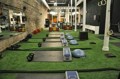 See 1 tip from 230 visitors to CrossTown Fitness. love to train with Betina, Dawn, Jenna, Kailee & Vince. Small Space Interior Design, Home Gym Design, Fitness Gym, Fitness Studio, Crossfit Garage Gym, Gym Setup, Dream Gym, Gym Room At Home, Functional Training