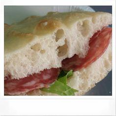 Focaccia con salame di cascina, lattuga e San Marzano ... box lunch