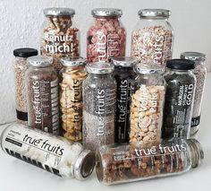 Was kommt nach dem letzten Schluck?  So kann es aussehen!  Danke an mia.getting.fit für ihr Flaschensammler-Bild!  Noch mehr Upcycling-Ideen und unsere Flaschenaufsätze aus Edelstahl findest Du hier: http://www.true-fruits-shop.com/pages/about-us  #truefruitsupcycling #flaschenaufsätze #diy #upcycling