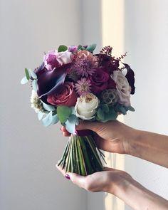 Halter Chiffon Bridesmaid Dresses Off The Shoulder Satin Wedding Dresses Wedding Dress Bustle, Wedding Dress Organza, Wedding Dresses, Luxe Wedding, Elegant Wedding, Wedding Bride, Simple Wedding Bouquets, Wedding Flowers, Bouquet Wedding