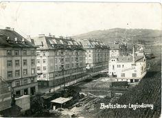 Fotka Legio domy z roku 1924, na ľavo vidno vinohrady.z fotogalérie Unitas a okolie kedysi