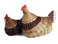 Paper Weaving, Weaving Art, Willow Weaving, Basket Weaving, Baskets On Wall, Wicker Baskets, Newspaper Crafts, Farm Yard, Craft Work