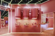 Valentino Opens 'Candystud Factory' Pop-Up Store in Beijing Kylie Pop Up Shop, Pop Up Shops, Window Display Retail, Retail Displays, Store Displays, Fashion Store Design, Fashion Stores, Tienda Pop-up, Retail Store Design
