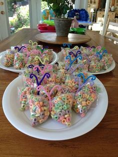 Make butterfly treat bags using Froot Loops, a plastic baggie, and pipe cleaners.