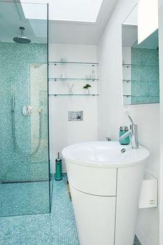 Det søgrønne rum - eksempel på et turkis badeværelse på få kvm