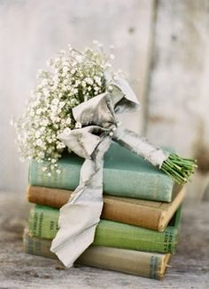 I LOVE LOVE LOVE using books as centerpieces! I'm dying to design a book themed wedding.