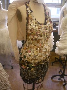 ButtonArtMuseum.com - button dress