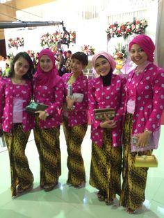 Kain jumputan jawa Model Kebaya Muslim, Javanese Wedding, Batik Kebaya, Islamic Patterns, I Dress, Harajuku, Style Inspiration, Skirts, Fabric