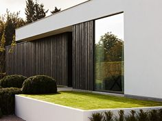 Des portes et fenêtres en aluminium : quels sont les (dés)avantages ? Photo: www.aliplast.be (nouvelle construction • moderne • crépi • bois)