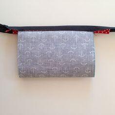 Draußen nur Kännchen!: So geht das: Minitäschchen aus Wachstuch mit Paspel Fabric Bags, Diy And Crafts, Tote Bag, Sewing, Gifts, Molde, Coin Purses, Ornaments, Dressmaking
