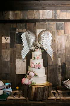 Photopgraphy : Angela King Photography | Venue : The Creek Haus 512-894-3500 thecreekhaus.com | Floral : Petal Pushers 512-894-0808 petalpushers.us | #vistawestranch #thecreekhaus #weddings #hillcountry #drippingsprings #rustic #rusticweddings #shabbychic #chic