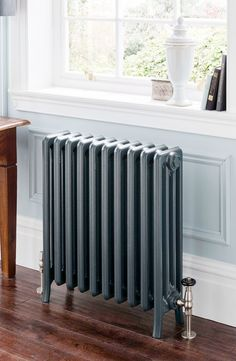 Like this style of radiator. The Radiator Company - Cast Iron Radiators - Priory Georgian Interiors, Georgian Homes, Style At Home, Edwardian Haus, Traditional Radiators, Victorian Hallway, Cast Iron Radiators, Front Rooms, Bathroom