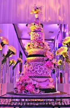 Editor's Pick: Exquisite Wedding Cakes - MODwedding