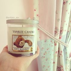 I have no idea what this candle smells like, but I want iiiiit❤❤