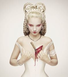 I just have to love Erwin Olaf! Image from the royal blood series, fuck the king hèhè