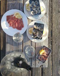 Cominciamo la serata con Crudo di mare e bollicine D'Araprì. #altrabucco #trabuccofood #Peschici #Gargano #WeareinPuglia