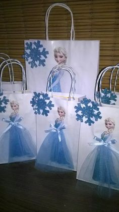 bolsitas para cumpleños ..personalizados frozen ..minnie Frozen Themed Birthday Party, Disney Frozen Birthday, Princess Birthday, Frozen Birthday Decorations, Party Packs, Elsa Frozen, Frozen Party Bags, Frozen Pinata, Ideas Para