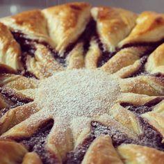 Buscas postre para estas #Navidades? No te pierdas la #receta de la tarta estrella de hojaldre en #PuntodeLu!! Link directo en la bio