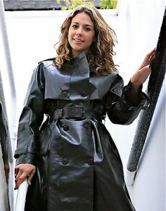 Raincoats For Women Rain Coats Rain Fashion, Latex Fashion, Black Mac, Pvc Apron, Mode Latex, Black Raincoat, Latex Lady, Rubber Raincoats, Rain Gear