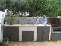 30 Outdoor Kitchen and Grill Inspiration for Any Area : When making an outdoor room, personalization is vital. This is especially real for outdoor kitchen areas. Design with your choices and also lifestyle in mind Small Outdoor Patios, Rustic Outdoor, Small Patio, Outdoor Rooms, Outdoor Kitchen Grill, Outdoor Kitchen Design, Patio Design, Outdoor Kitchens, Design Design