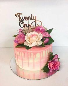 Raspberry cake and its verrine - HQ Recipes Elegant Birthday Cakes, 30th Birthday Cake For Women, 21st Birthday Decorations, Birthday Cake With Flowers, Pretty Birthday Cakes, Adult Birthday Cakes, Birthday Cake Decorating, Birthday Woman, Birthday Cupcakes