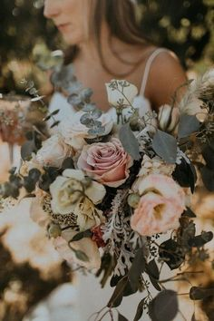 25 Trending Dusty Rose and Sage Wedding Color Ideas boho chic dusty rose fall wedding bouquet Fall Wedding Bouquets, Fall Wedding Flowers, Fall Wedding Colors, Floral Wedding, Autumn Wedding, Green Fall Weddings, Chic Wedding, Tropical Weddings, Boho Flowers