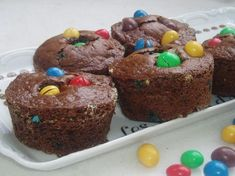 Gâteaux au chocolat aux M&M's Biscuit Cupcakes, Cake Factory, Cake Designs, Sweet Recipes, Yummy Recipes, Chocolate Cake, Muffins, Food And Drink, Bolo De Chocolate