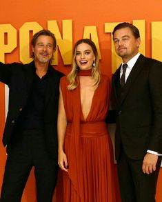 """Brad Pitt, Margot Robbie and Leonardo DiCaprio at the """"Once Upon a Time in Hollywood"""" London premiere Brad Pitt Pictures, Leonardo Dicaprio Foundation, Margot Robbie, Quentin Tarantino, Red Carpet Looks, Celebs, Celebrities, Films, Movies"""