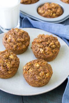 These Healthy Carrot Cake Oat Muffins are great for breakfast or your kids' lunchboxes. To make these carrot cake oatmeal muffins for toddlers, you can make them mini muffin size. Refined sugar free and whole grain! Sub banana for honey Carrot Cake Oatmeal, Carrot Cake Muffins, Oatmeal Muffins, Skinny Muffins, Mini Muffins, Healthy Carrot Cakes, Healthy Muffins, Healthy Cookies, Diabetic Muffins