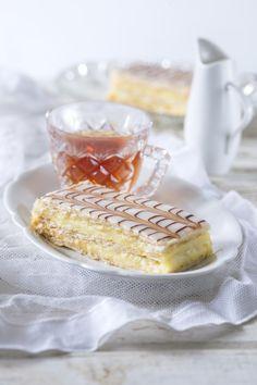 Žloutkové řezy Slovak Recipes, Czech Recipes, Pudding Cake, Pavlova, Dessert Recipes, Desserts, Pound Cake, Baked Goods, Sweet Recipes