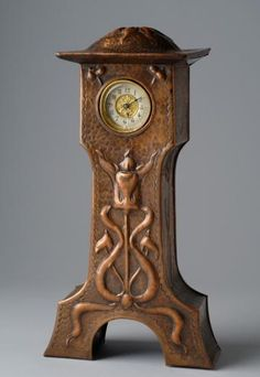 Liberty & Company - Hand-Hammered Copper Clock. Circa 1900 | JV