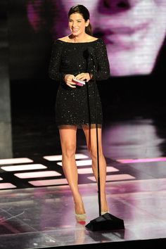 Pin for Later: Over 40 of Our Favourite Looks From MTV Movie Awards Past Sandra Bullock Sandro, Sandra Bullock Legs, Mtv Movie Awards, Great Legs, Nice Legs, Beautiful Legs, Beautiful Women, Sexy Legs, Celebrity Style