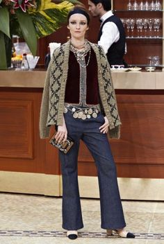 Chanel new ready-to-wear collection, Autumn/Winter at Paris Fashion Week Chanel Fashion, Vogue Fashion, Fashion Week, Runway Fashion, High Fashion, Fashion Show, Womens Fashion, Fashion Design, Paris Fashion