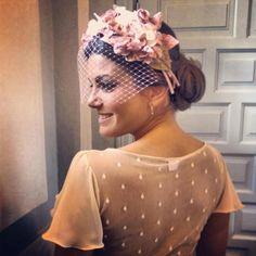 Ideas - Las invitadas reales de Cherubina | BodaMás - El Corte Inglés. Cherubina Fascinator Headband, Wide Headband, Wedding Guest Looks, Millinery Hats, Cocktail Hat, Fancy Hats, Head Accessories, Wedding Headband, Floral Headbands