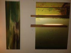 """Linkes Bild gemalt auf Sperrholz,  neben einem beleuchteten """"AndiWand""""."""