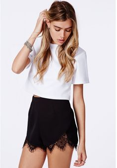 Granada Lace Hem Runner Short Black is on sale now for - 25 % ! is on sale now for - 25 % !