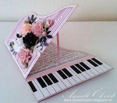 Hej. Pianokortet här var riktigt kul att göra, och enkelt. Jag har använt mig av rosa cardstock och mönstrat papper från bland annat ...