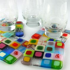 Fused Glass Coasters - I sooo want to make these at Creativitea! Fused Glass Ornaments, Fused Glass Plates, Fused Glass Jewelry, Fused Glass Art, Glass Dishes, Mosaic Glass, Stained Glass, The Coasters, Quilted Coasters