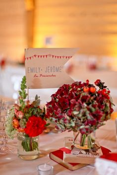 © Paulinefphotography - Marriage in red and blue - funfair - MIY Made in You - The Barefoot Wedding Blue Red Wedding, Barefoot Wedding, Best Friend Wedding, Deco Floral, Wedding Table Settings, Flower Centerpieces, Red And Blue, Wedding Inspiration, Wedding Ideas