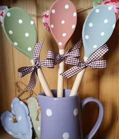 Wooden Spoons in (milk) pitcher. find 3 spoons of different colors, stick paper stickies on spoons and pitcher as well. gift for housewarming, shower or for friend. Kids Crafts, Creative Crafts, Easter Crafts, Home Crafts, Crafts To Make, Christmas Crafts, Craft Projects, Wooden Spoon Crafts, Wooden Spoons