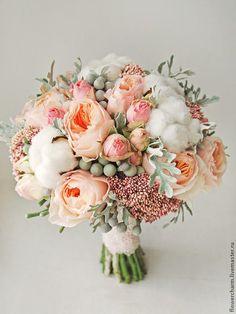 Купить или заказать Букет невесты в кремово-розовых тонах с оттенком серого в интернет-магазине на Ярмарке Мастеров. Нежный букет невесты в кремово-розовых тонах с серыми оттенками. Букет невесты из живых цветов. Букет состоит из кремово-персиковых пионовидных роз, светло-розовых кустовых розочек, белоснежного хлопка и серых ягод.