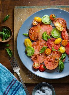 Heirloom Tomato Salad | whiteonricecouple.com