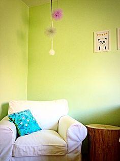 Jak zrobić dekoracyjne pompony do dziecięcego pokoiku? Nowy post już na moim blogu.