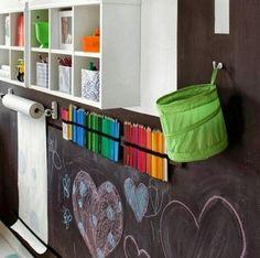 """Cafofo de arte para nossos pequenos artistas.... ✏️ Porque não fazer uma parede toda de lousa? Nossos ADESIVOS LOUSA são a solução ideal! . Digite """" LOUSA """" no campo de busca do site www.themammysmarket.com.br . #tmm #themammysmarket #ideiascriativas #decoracaocriativa #decor #decoração"""