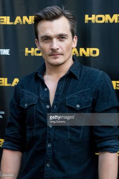 actor-rupert-friend-arrives-at-the-emmy-fyc-event-for-showtimes-at-picture-id534429010 (683×1024)