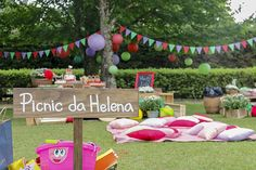 Festa infantil com tema picnic reúne decoração colorida, comidas caseiras e…